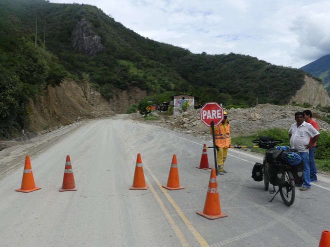 Route bloquée à cause d'un éboulement