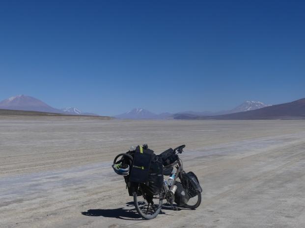 Sud-Lipez-1-bike-plateau