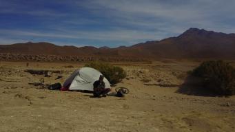 recharge-batterie-pneu-uyuni-bolivia